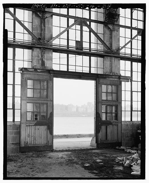 Ford Edgewater Assembly Plant EXPORT CRANEWAY, EAST WALL, SLIDING DRIVE-IN DOOR, BAY 60/5 SOUTH