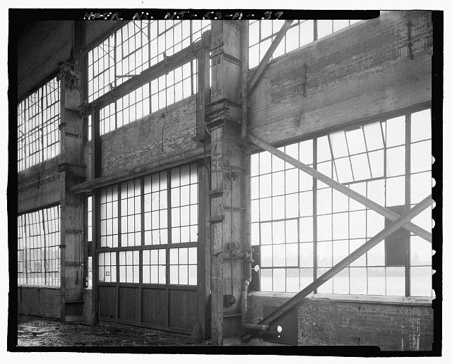 Ford Edgewater Assembly Plant MOTORIZED VERTICAL LIFT DOOR IN BAY 53, EXPORT CRANEWAY SOUTH WALL, TO SOUTHEAST