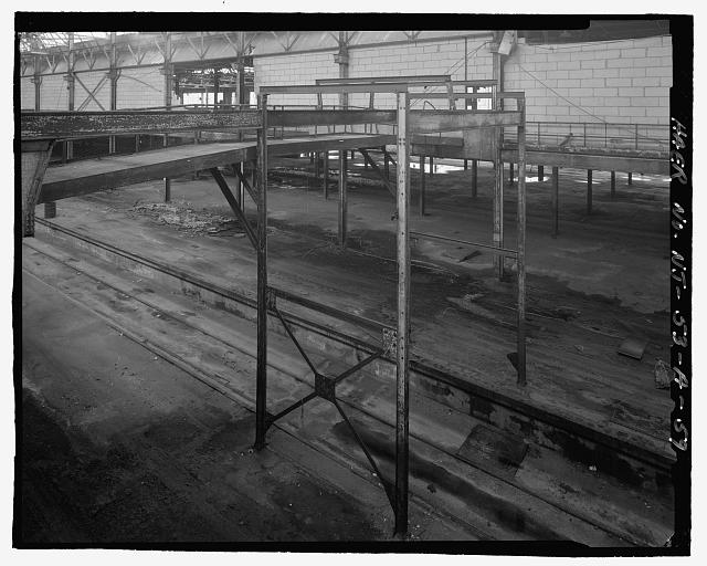 Ford Edgewater Assembly Plant SECOND FLOOR, STEEL OVERHEAD CONVEYOR SUPPORT FRAMEWORK ABUTTING FOOTBRIDGE, BAY 18, TO SOUTHEAST