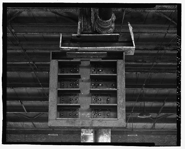 Ford Edgewater Assembly Plant SECOND FLOOR, REMAINS OF ELEVATED POWER CABINET, BAYS 52-53/2-3 SOUTH, TO NORTHEAST