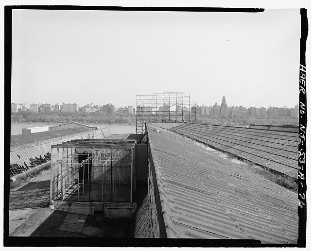 Ford Edgewater Assembly Plant ROOF, CENTRAL AND NORTH MONITORS, WITH TRANSFORMER CAGE, TO EAST FROM BAY 40