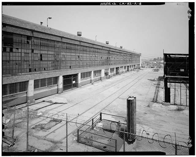 Ford Long Beach Assembly Plant RAIL SPURS AND NORTHEAST PART OF EAST ELEVATION. VIEW TO NORTH-NORTHWEST.