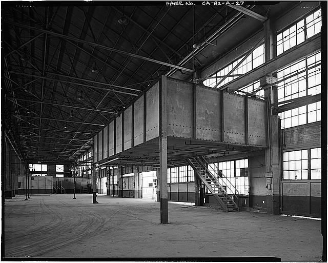 Ford Long Beach Assembly Plant OVERHEAD TOILET, SHOWER, CHANGE ROOM STRUCTURE. VIEW TO NORTH-NORTHEAST.