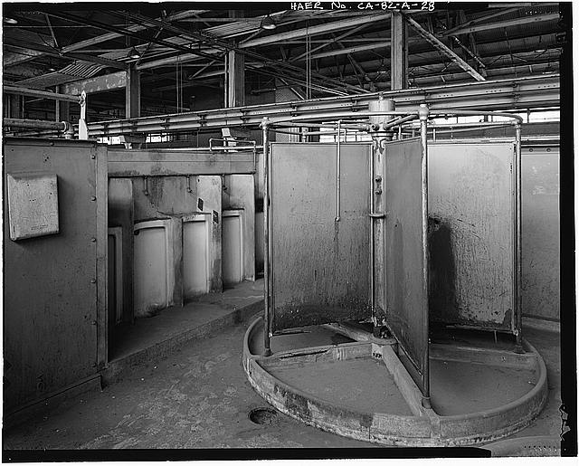 Ford Long Beach Assembly Plant SHOWER AND URINALS, OVERHEAD TOILET STRUCTURE ABOVE ROOF PANEL STORAGE AREA. VIEW TO SOUTH-SOUTHWEST.